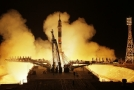 Start rakety Sojuz MS-08 z kazašského Bajkonuru.