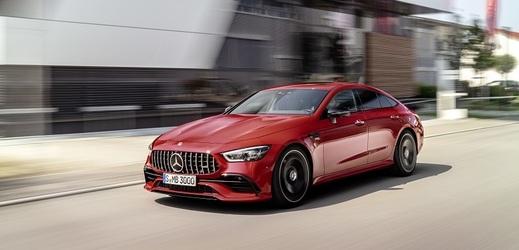 V první prosincový den se v českých showroomech poprvé objevilo čtyřdveřové kupé značky Mercedes-AMG.