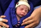 První dítě z dělohy mrtvé dárkyně.