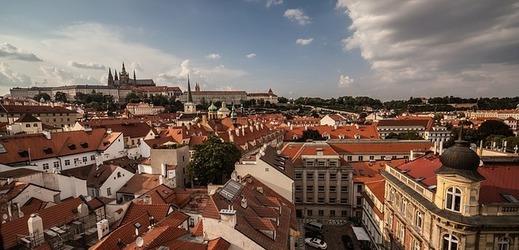 Představa vlastního bytu v Praze se mladým lidem vzdaluje.
