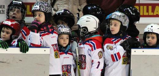 Náborová akce HC Sparty Praha, klub se snaží přilákat nové děti k hokeji.