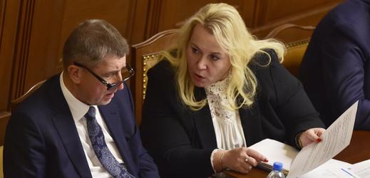 Premiér Andrej Babiš hovoří s ministryní pro místní rozvoj Klárou Dostálovou.