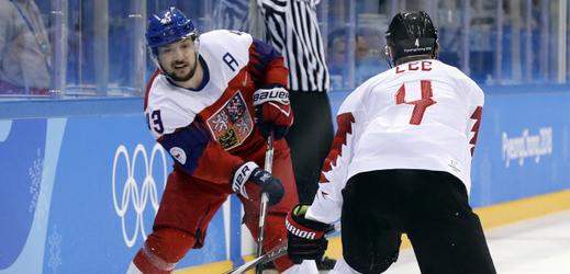 Jan Kovář (vlevo) proti Kanadě.