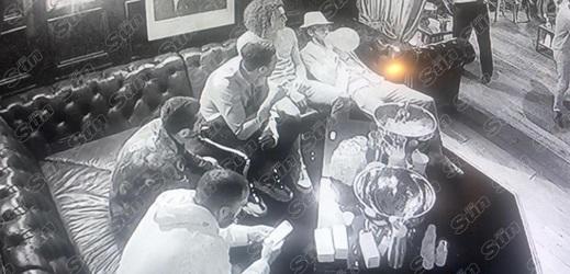 Fotbalisté Arsenalu při bujaré party hazardovali se svým zdravím.