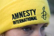 Amnesty: Politici jako tvrdí chlapi prosazují nenávist vůči ženám