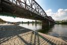 Železniční most v Praze u Smíchova.