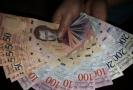 Bankovky venezuelské měny bolívarů, ilustrační fotografie.