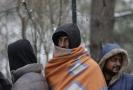 Lidé v uprchlickém táboře v Bosně.