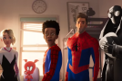 Všech šest Spider-Manů ve filmu Spider-Man: Paralelní světy.