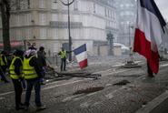 Francouzští politici žádají zastavení protestů žlutých vest
