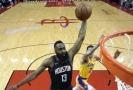 Harden heroickým výkonem zastínil Jamese a porazil Lakers.