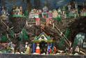 Patrový betlém s množstvím detailně ztvárněných figur.