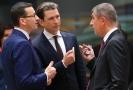 Rakouský kancléř Sebastian Kurz (uprostřed) český premiér Andrej Babiš (vpravo) a polský předseda vlády Mateusz Morawiecki (vlevo) na summitu EU.