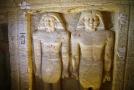 V objevené hrobce je kromě obrazů také 24 soch duchovního a jeho blízkých.