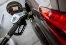 Ceny pohonných hmot jsou v Česku levnější než v zahraničí.