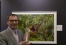 Lukáš Zeman převzal 20. listopadu 2018 v Praze hlavní cenu soutěže Czech Press Photo za snímek samice orangutana s umírajícím potomkem z Bornea, který odkazuje na ničení přírody.