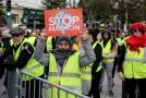 Protestující v Paříži.