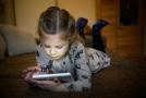 Dětem se může snadno stát, že omylem stáhnou nebezpečný obsah.