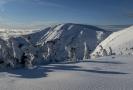 Lyžařská střediska v Královéhradeckém kraji i přes oteplení v minulých dnech nabízejí desítky kilometrů upravených sjezdovek a běžeckých tras.