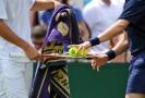 VIDEO: Legrace na tenise, malí pomocníci loni na kurtech bavili.