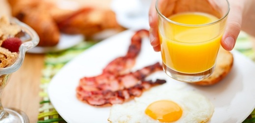 Snídani podle průzkumu vynechá průměrně každý třetí chlapec a skoro polovina děvčat.