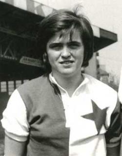 POLY. Ve Slavii Praha strávila osm let jako hráčka a od roku 1973 zde působí coby funkcionářka. Doma v Edenu jí neřekne nikdo jinak než Poly.
