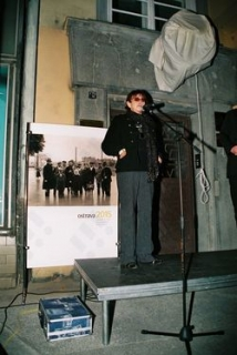 Věra Chytilová v Ostravě při odhalení pamětní desky režisérovi Karlu Reiszovi 25. 9. 2009.