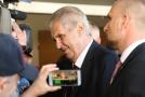 Miloš Zeman více věří vyjádření ředitele německého úřadu pro kybernetickou bezpečnost.