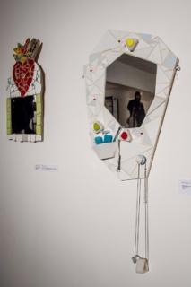 Pestrá a barevná díla od zhruba 35 autorů jsou instalována v podzemí kostela na stěnách i v prostoru.