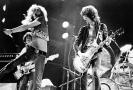 V září 1980 kapelu zastihla zpráva o úmrtí bubeníka Bonhama, jenž se zadusil vlastními zvratky po vypití dvou litrů vodky.