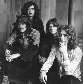 Britská skupina Led Zeppelin se v počátcích své kariéry inspirovala černošským blues.