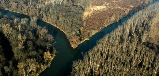 Státní podnik Povodí Moravy dokončil opravy památkově chráněného jezu na Dyji ve znojemské části Oblekovice.