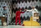 Zprava Martin Polách jako Dr. Prentice, Michal Lurie jako Nicholas Beckett a Jana Hejret Vojtková jako Paní Prenticeová na zkoušce komedie Klíčovou dírkou v režii Šimona Dominika.