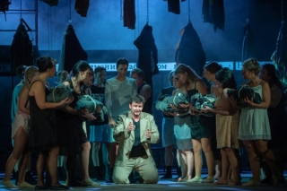 Dušan Růžička jako Dante při zkoušce jednoaktové opery Francesca da Rimini.
