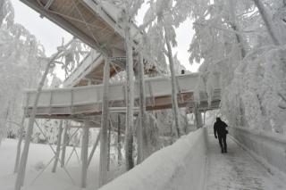 Pod vrcholem Tanečnice na Pustevnách v Beskydech se otevře nadzemní panoramatická Stezka Valaška.