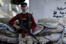 Bojovník syrské opozice v Idlibu.