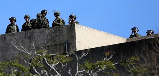 Izraelští vojáci na obranných pozicích.