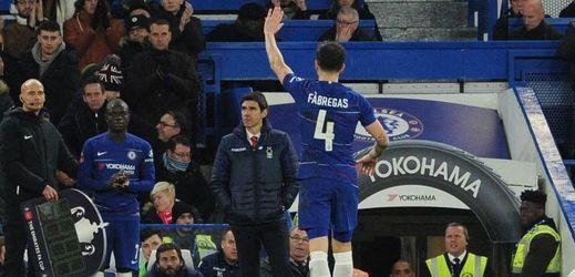Cesc Fábregas se loučí s fanoušky Chelsea během zápasu s Nottinghamem.