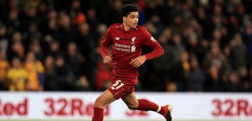 Mladý obránce Liverpoolu Ki-Jana Hoever při svém debutu.