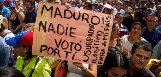 Protesty proti nelegitimní vládě Nicoláse Madura.
