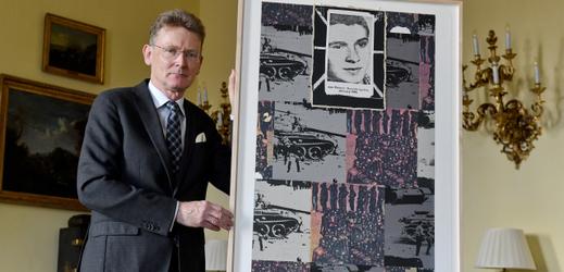 Velvyslanec Velké Británie v České republice Nick Archer ukázal 11. ledna 2019 na britské ambasádě v Praze dílo britského výtvarníka Joea Tilsona.