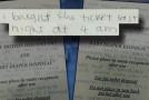 Dívka sepsala svůj příběh na blicí pytlík.