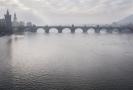 Pohled na Vltavu a Karlův most z Mánesova mostu.