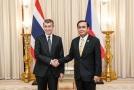 Andrej Babiš (vlevo) hovořil s thajským premiérem Prajutchem Čanem-Očou.