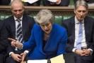 Theresa Mayová musí přijít do pondělí s náhradním řešením brexitu.