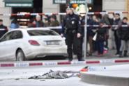 V centru Prahy se zapálil muž, kolemjdoucí ho uhasili