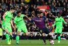 Lionel Messi (uprostřed) v zápase španělského poháru mezi Barcelonou a Levante.