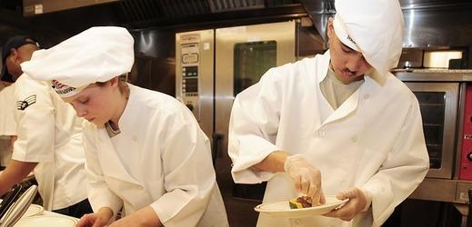 Nouze je především o kuchaře, číšníky či recepční.