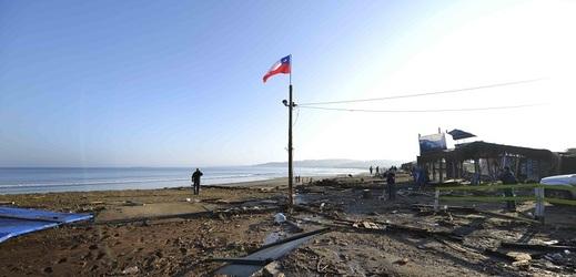 Chilské úřady se nejprve obávaly možné vlny tsunami, ale pak varování stáhly.