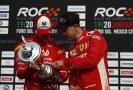 Mick Schumacher (vlevo) vedle stájového kolegy Sebastiana Vettela.